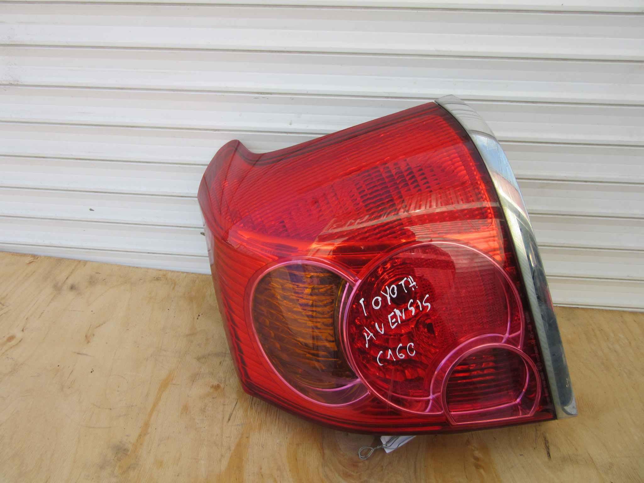 задний фонарь Toyota Авенсис #11