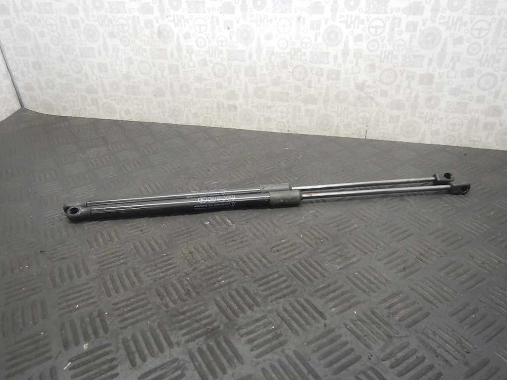 338602 - Амортизатор крышки (двери) багажника Mazda 3 BL